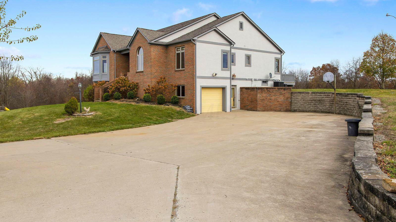 10534 North Street, Utica, OH 43080