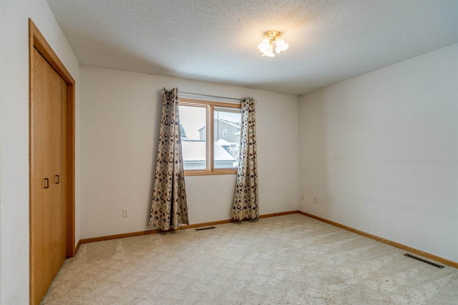 3508 Ridgecrest Drive, Bismarck, ND 58503