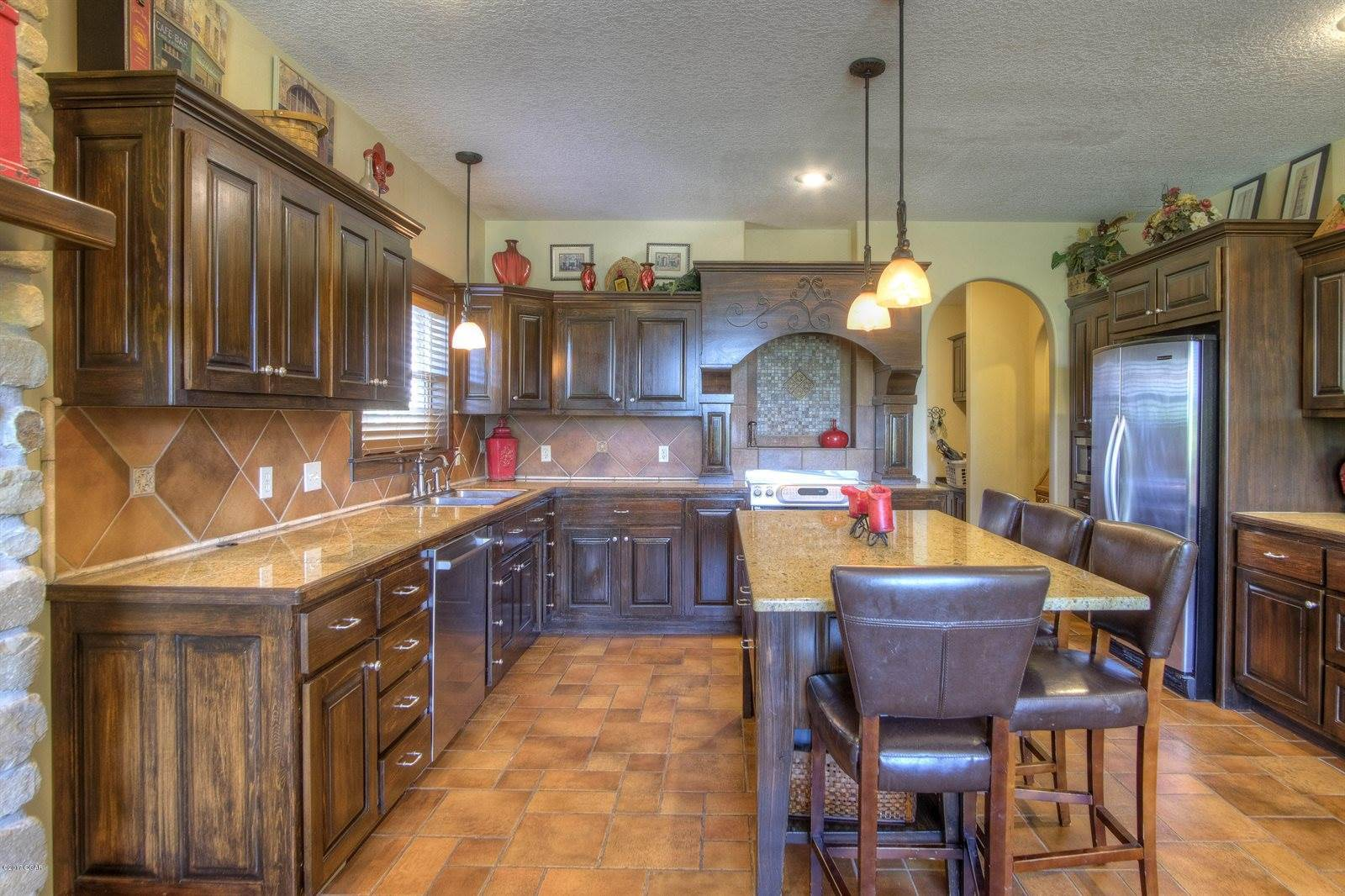 10235 County Loop 213, Webb City, MO 64870