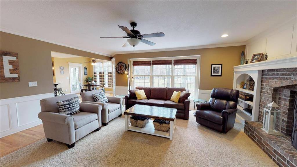 16033 West 80th Place, Lenexa, KS 66219