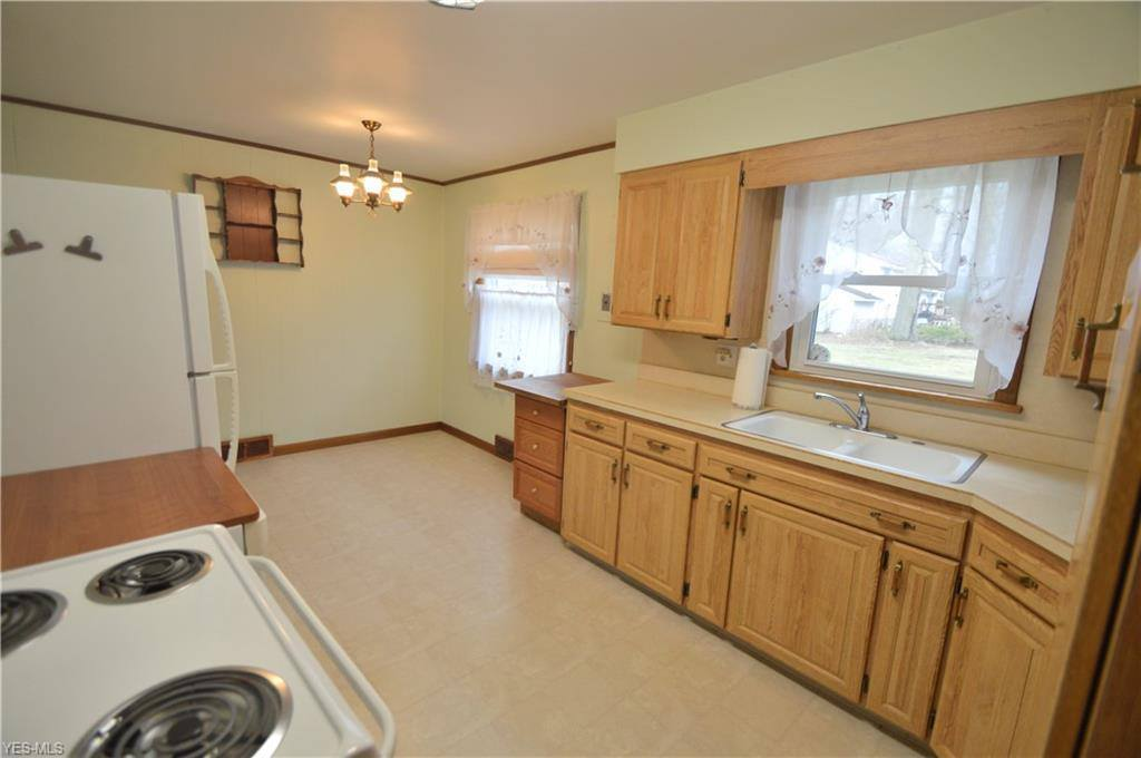 130 North West St, Columbiana, OH 44408