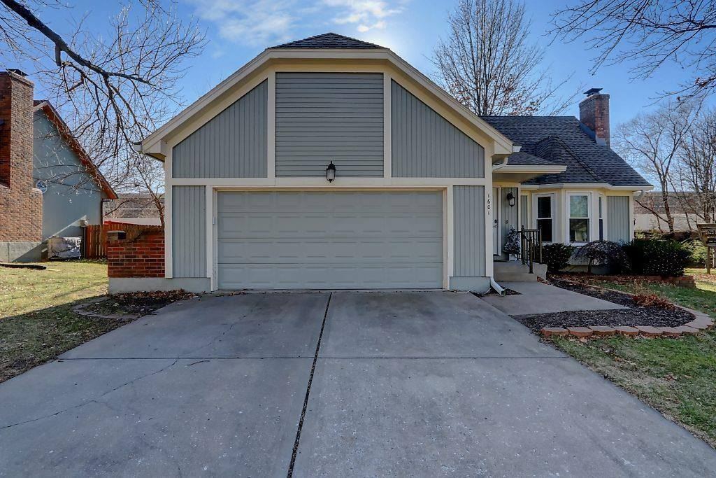 1601 SE Long Place, Lee's Summit, MO 64063