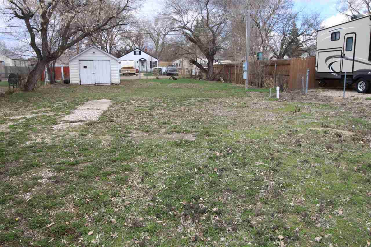 425 17th St NW, Minot, ND 58703