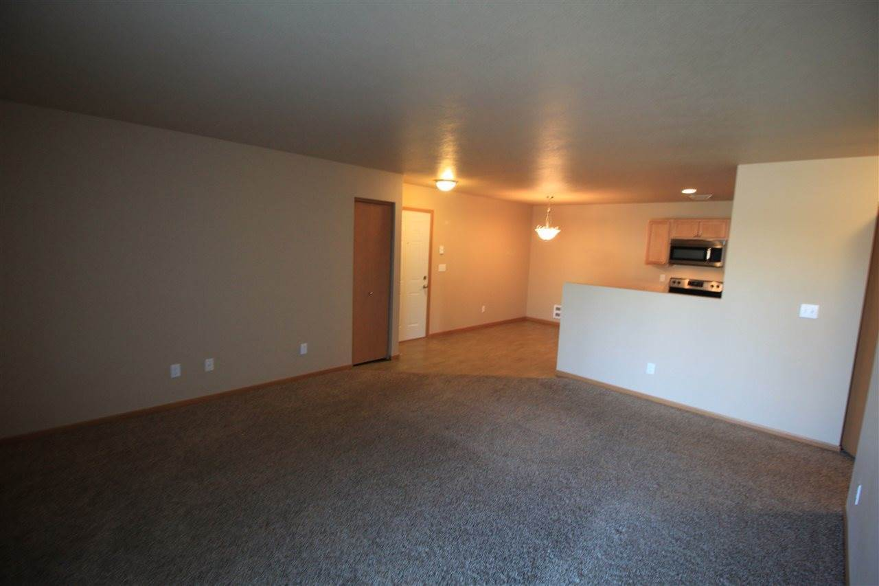 1608 20th Ave NW, Minot, ND 58703