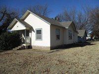 920 Elizabeth St, Winfield, KS 67156
