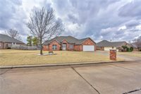 2605 Lakewood Dr, Chickasha, OK 73018