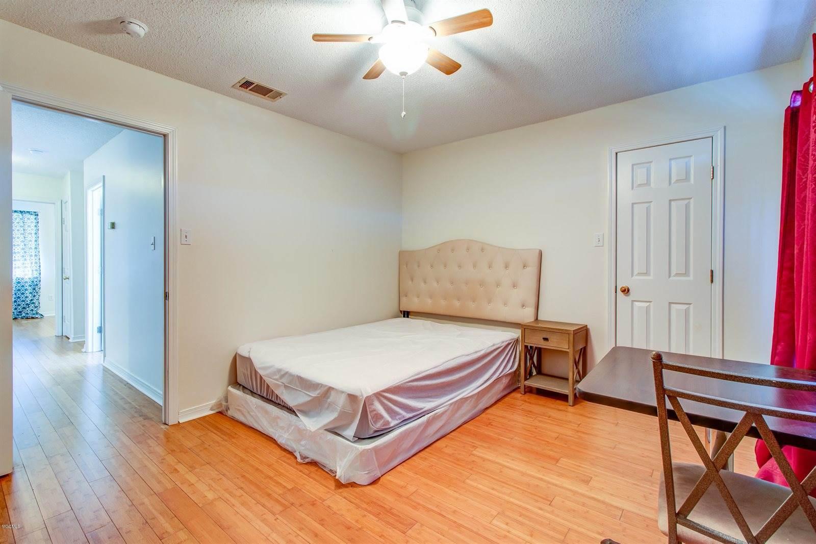 2248 Club Moss Cir, Biloxi, MS 39532
