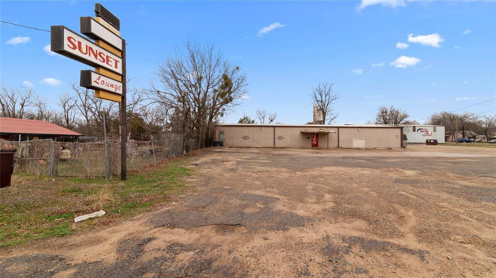 1734 North Main Street, Paris, TX 75460