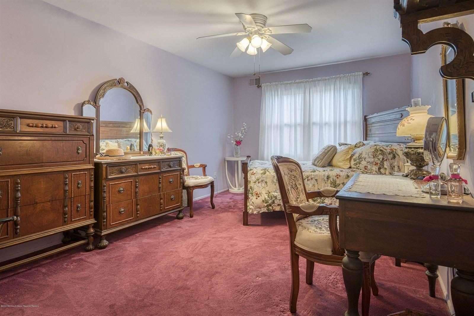 191 Victoria Court, #1000, Lakewood, NJ 08701