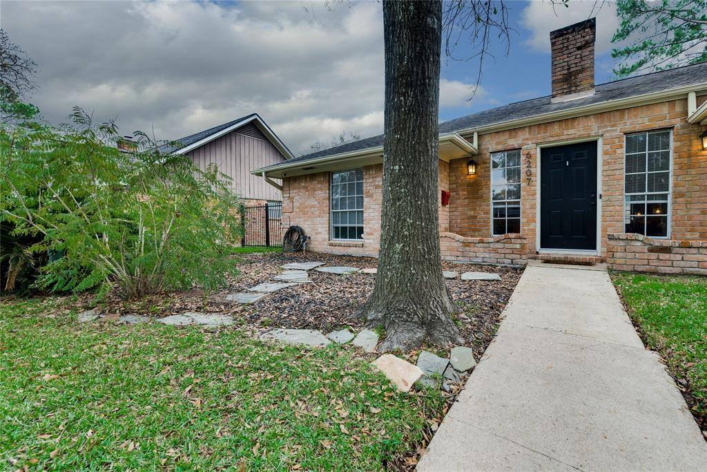 6207 Autumn Forest Drive, Houston, TX 77092