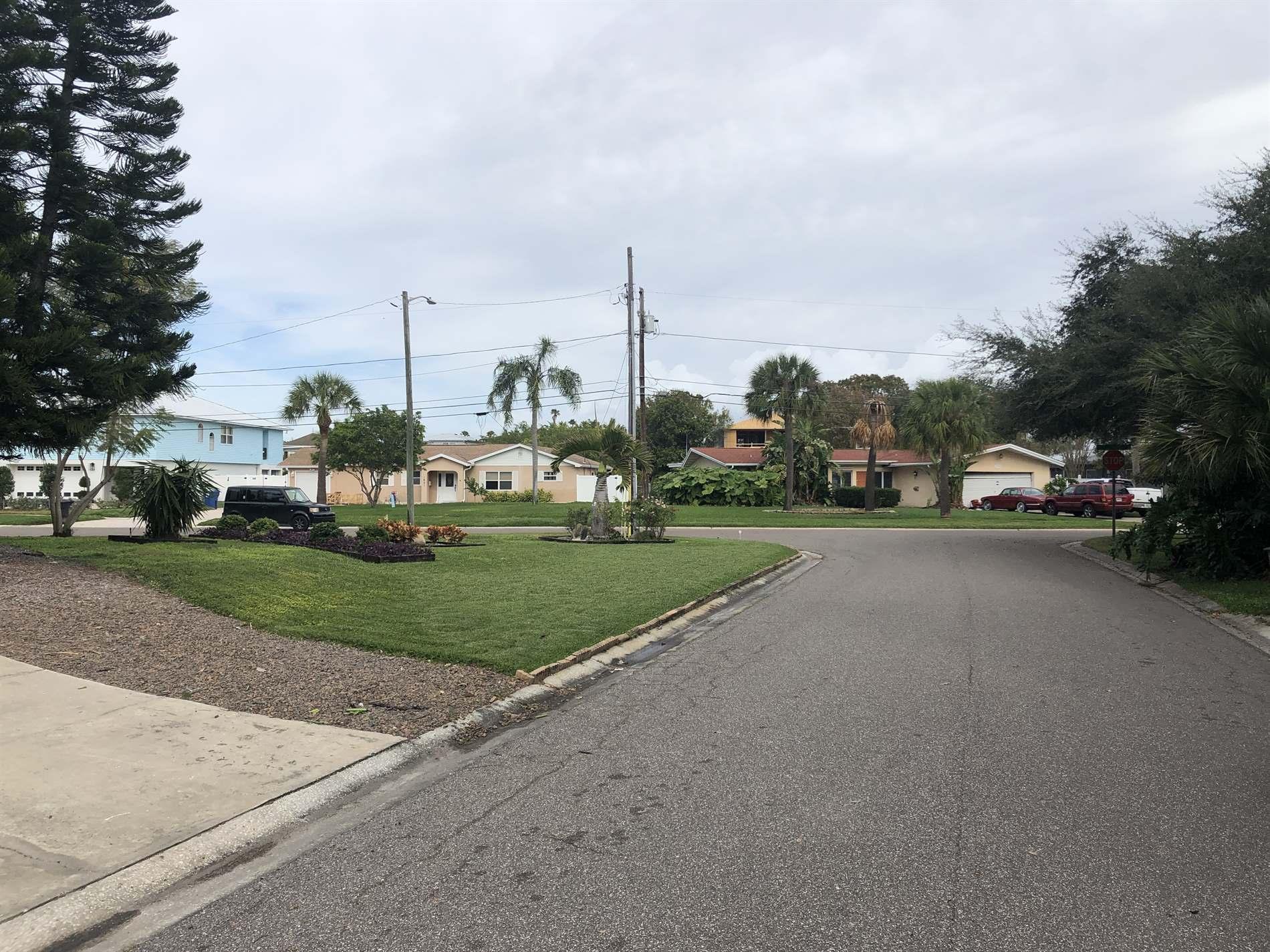 1932 New Hampshire Ave NE, St Petersburg, FL 33703