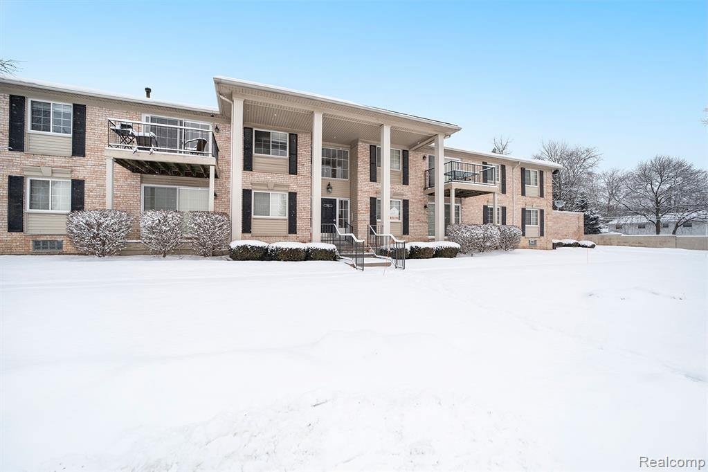 6151 Orchard Lake Road, West Bloomfield Township, MI 48322