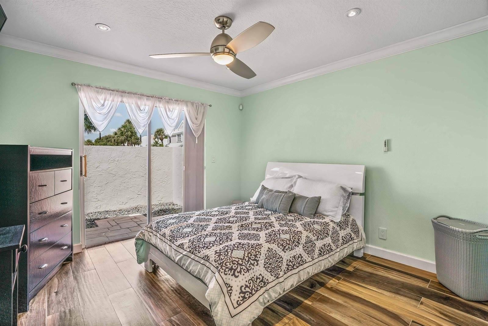 21 Windsor Lane, Palm Beach Gardens, FL 33418