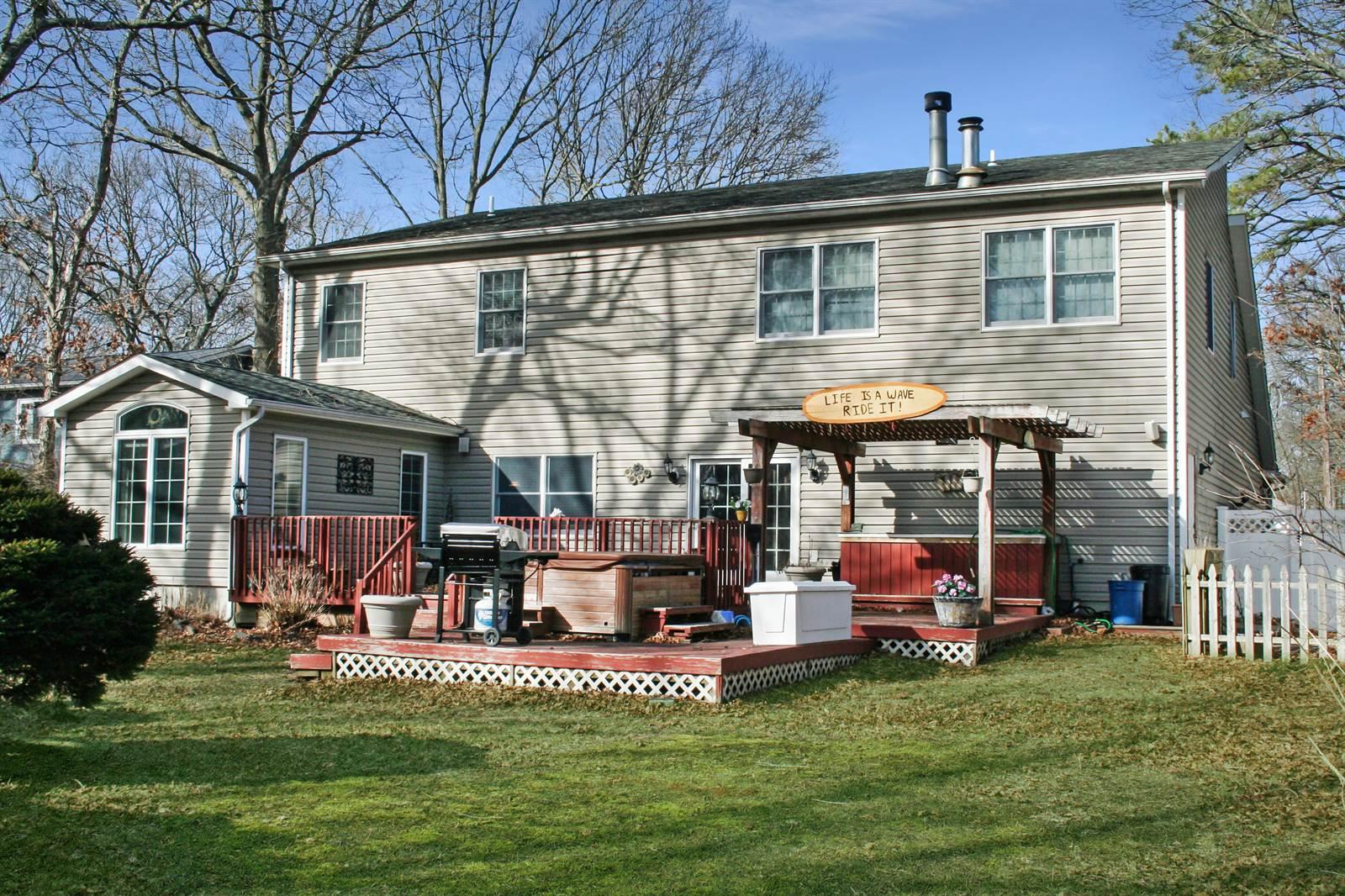 472 Twinbark Ave, Holbrook, NY 11741
