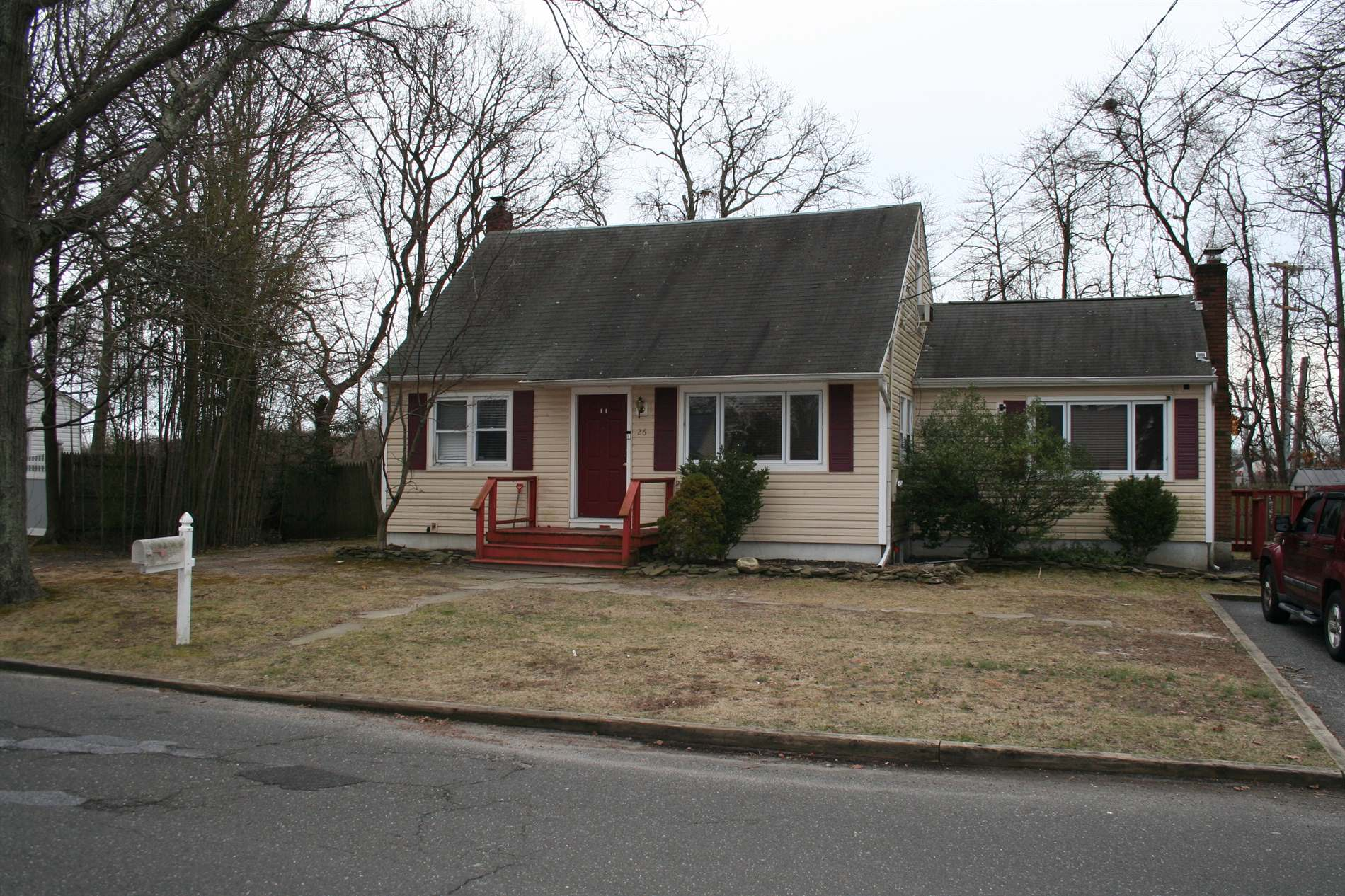 26 Station Ave, Patchogue, NY 11772