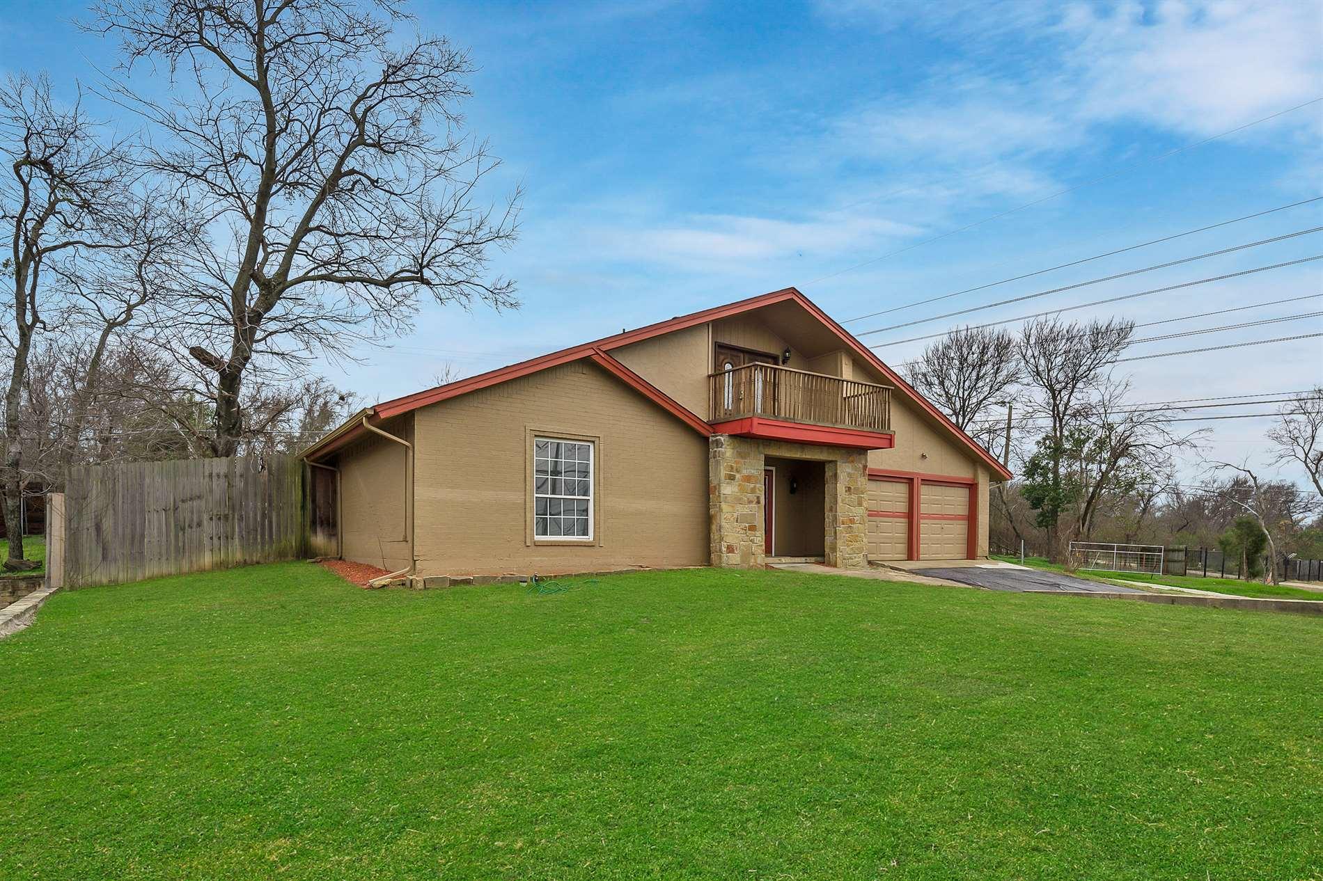 2013 Rock Creek Dr, Grand Prairie, TX 75050