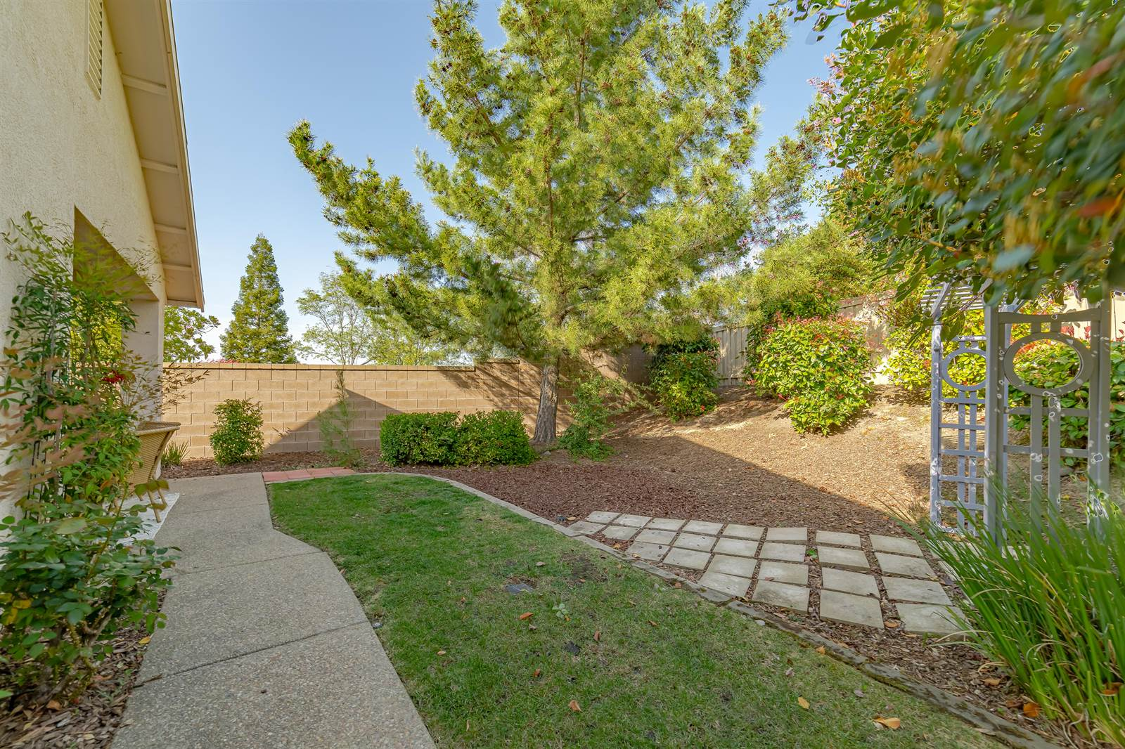 925 Lake Crest Lane, Lincoln, CA 95648