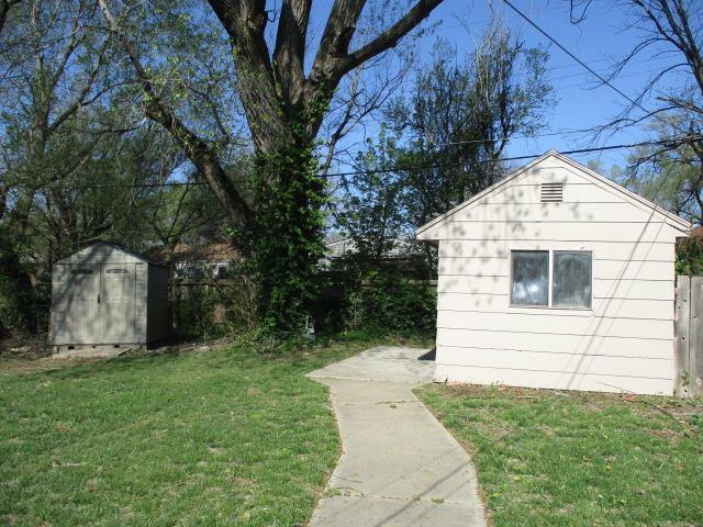 2113 Green Acres St, Wichita, KS 67218