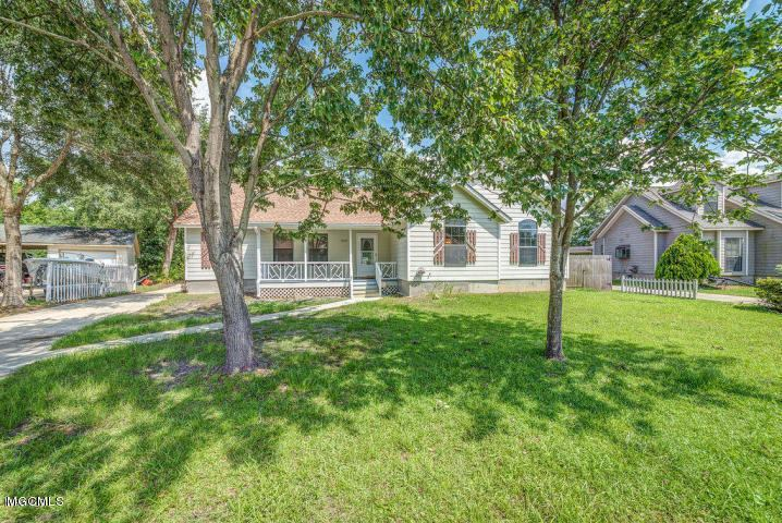 15201 Sunset Dr, Gulfport, MS 39503