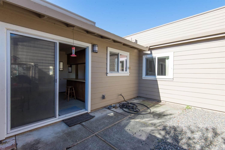 2231 Knolls Drive, Santa Rosa, CA 95405