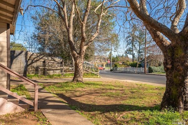443 Grant Street, Healdsburg, CA 95448