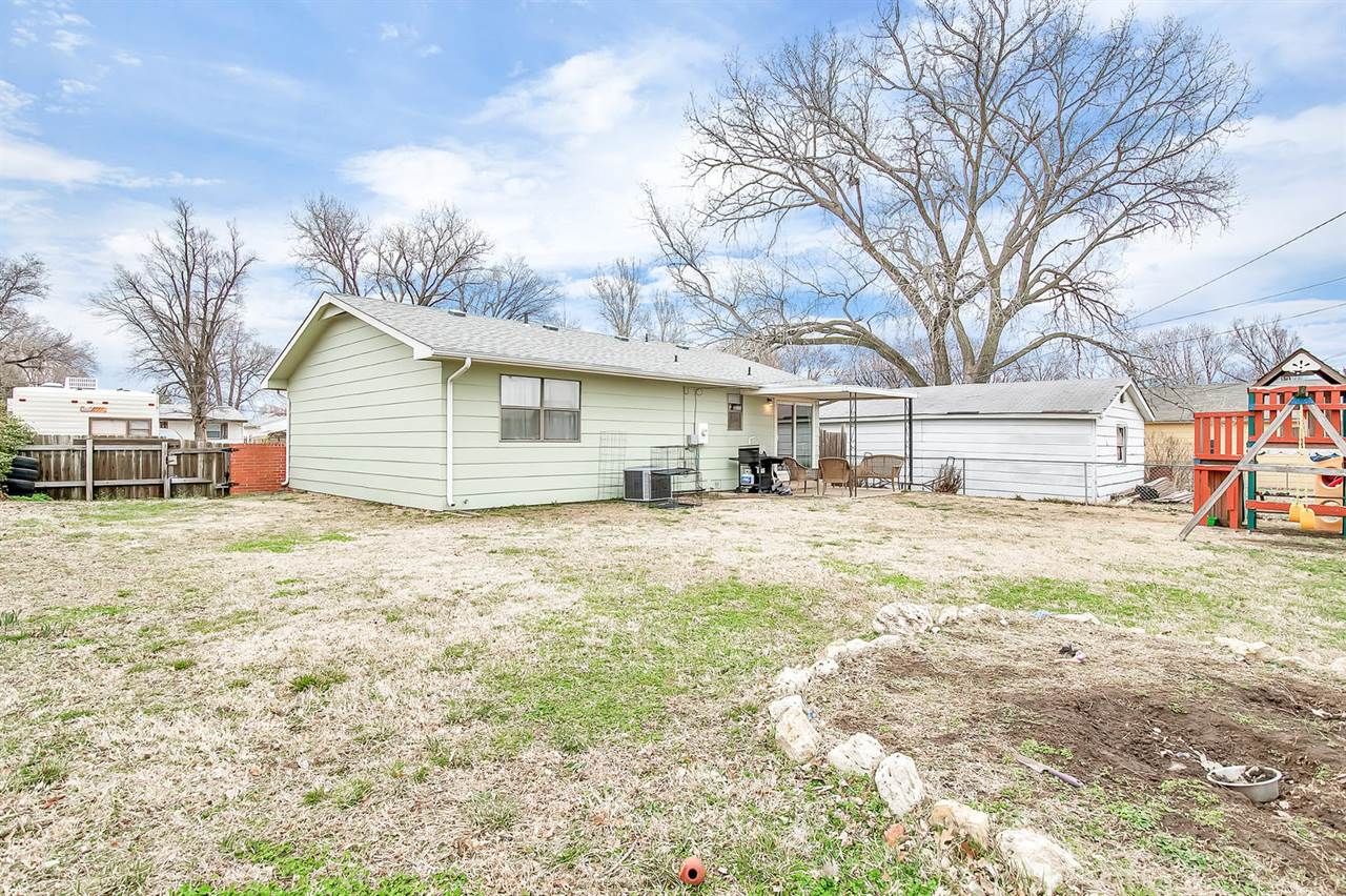 421 W 7TH ST, Haysville, KS 67060