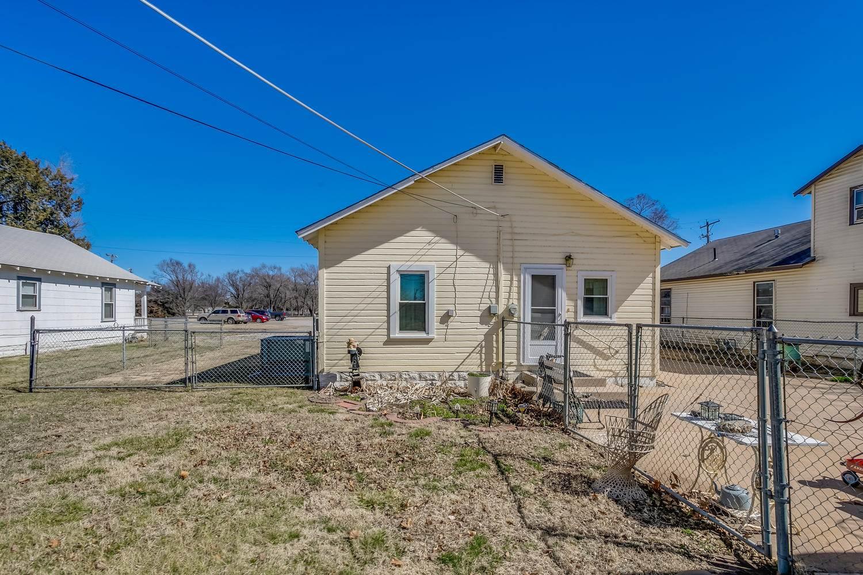 337 N Athenian Ave, Wichita, KS 67203