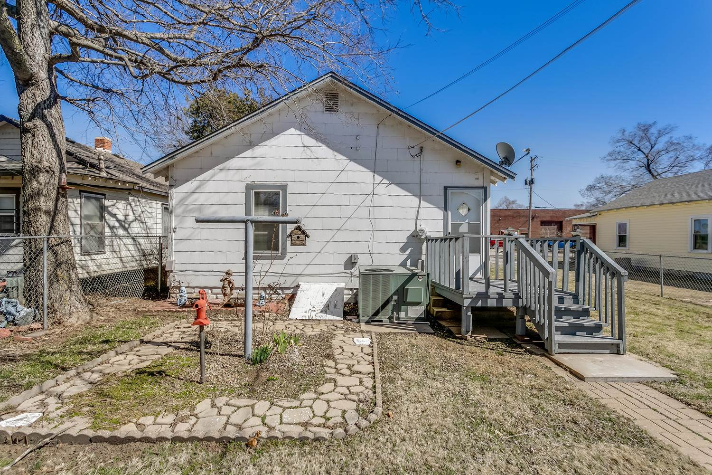 359 N Athenian Ave, Wichita, KS 67203