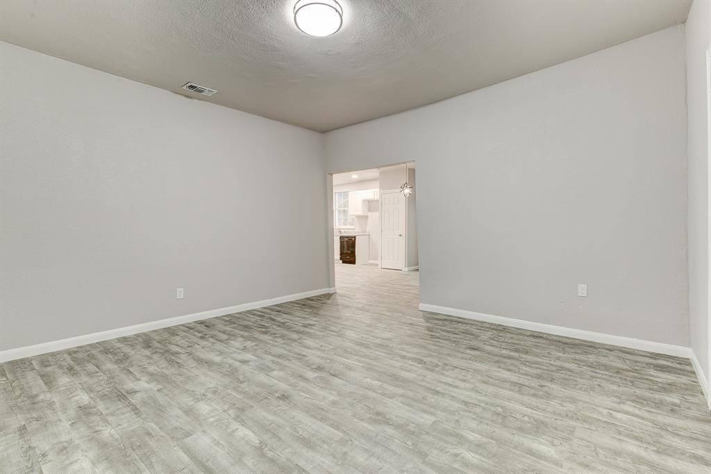 104 Columbia Street, Cleburne, TX 76031