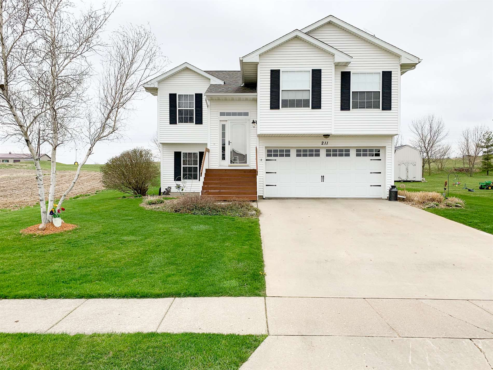 211 Rogers Dr, Williamsburg, IA 52361