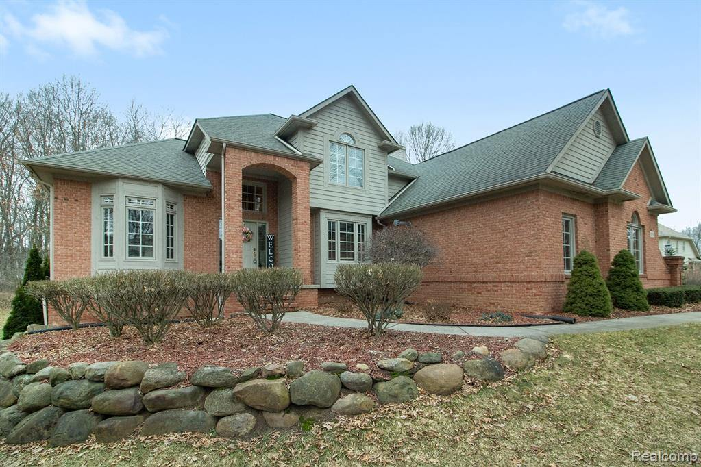 8119 Pebble Creek Drive, Springfield Township, MI 48350