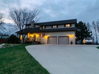 5920 Apple Creek Drive, Bismarck, ND 58504
