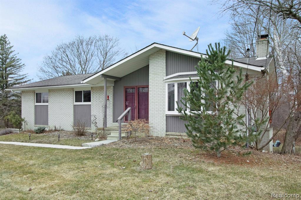 8491 Huron River Drive, White Lake Township, MI 48386