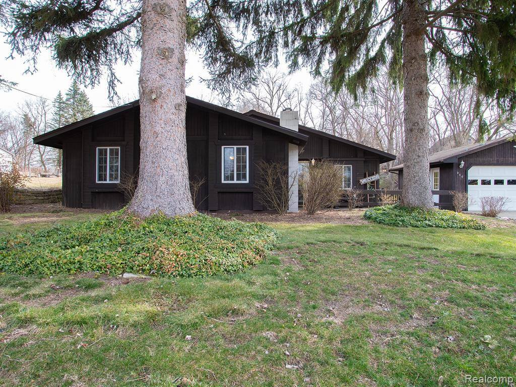 240 North Roslyn Road, Waterford Township, MI 48328