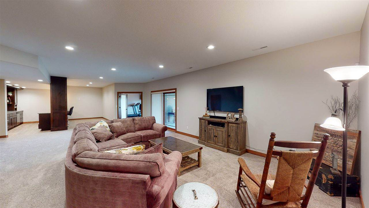 603 Clearview Dr, Williamsburg, IA 52361