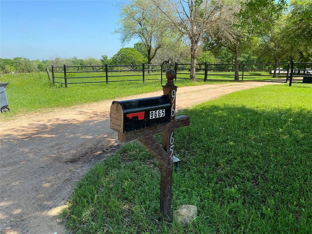 9665 Loop Road, Bellville, TX 77418