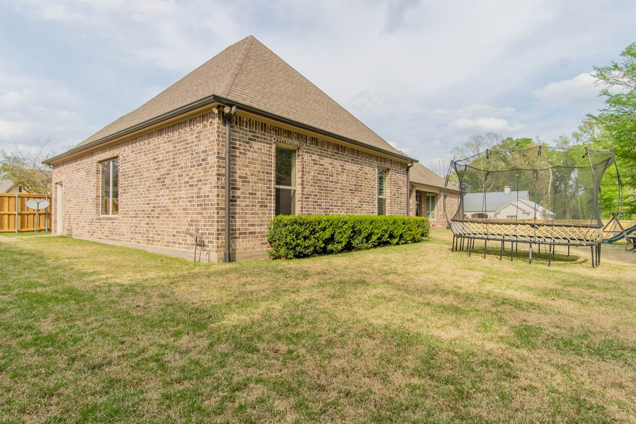 1318 Old Farm RD, Tyler, TX 75703