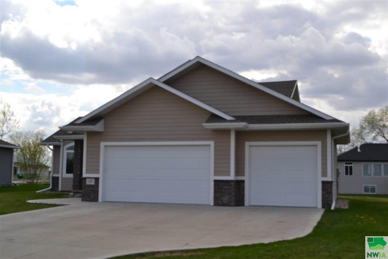 195 N Churchill Circle, No. Sioux City, SD 57049