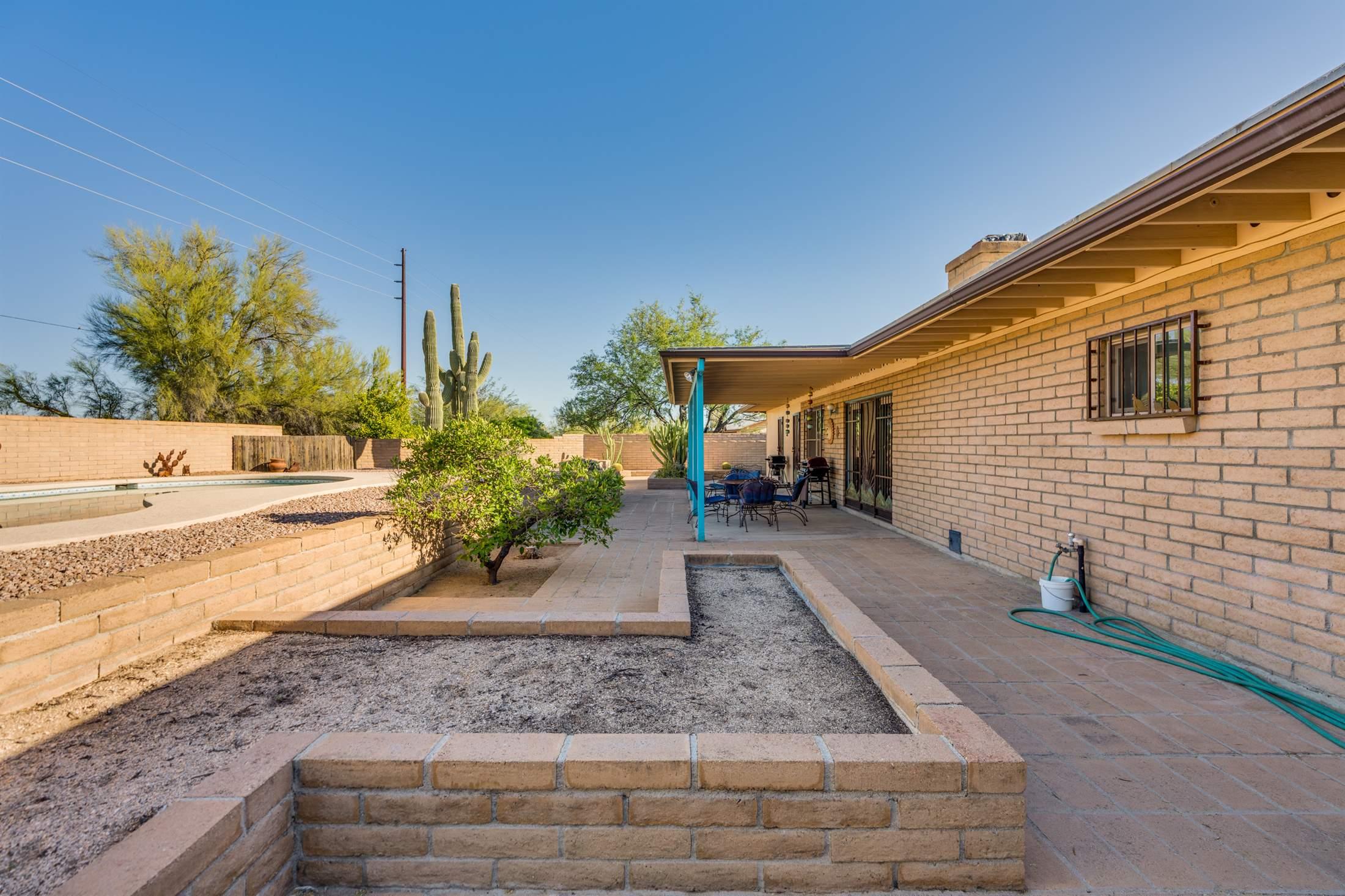 6930 N Machiavelli Way, Tucson, AZ 85741