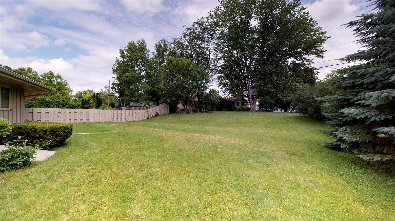 349 S Woodland Dr, Whitewater, WI 53190