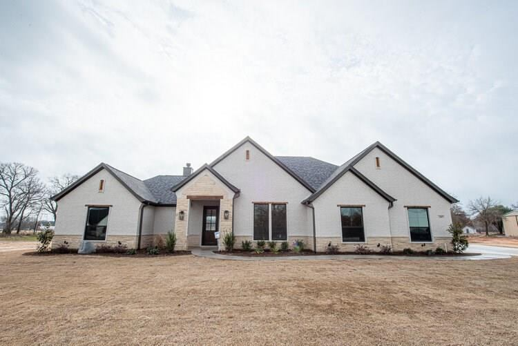 2004 Forest Bluff Trail, Azle, TX 76020