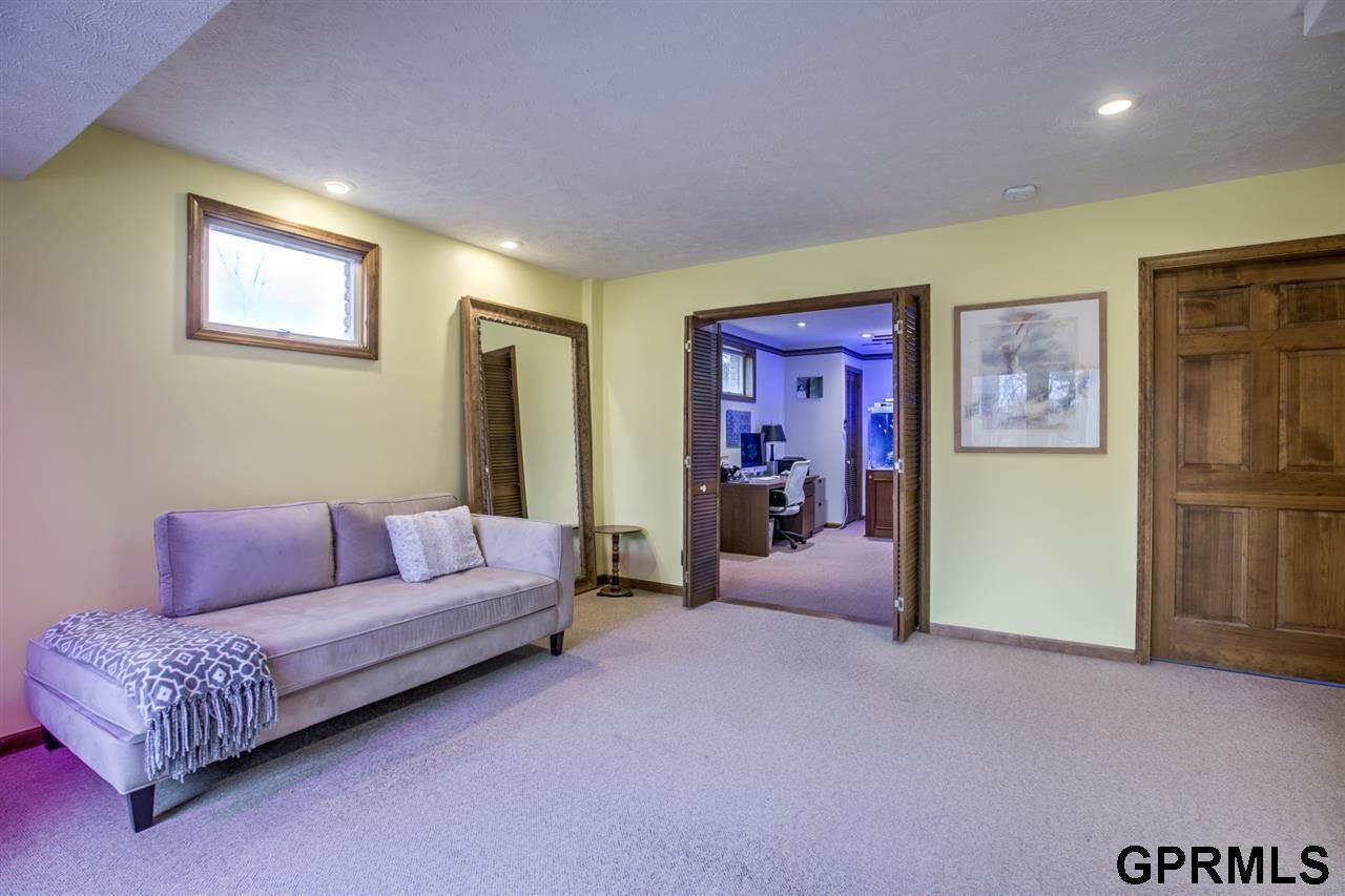 13129 Hamilton Street, Omaha, NE 68154