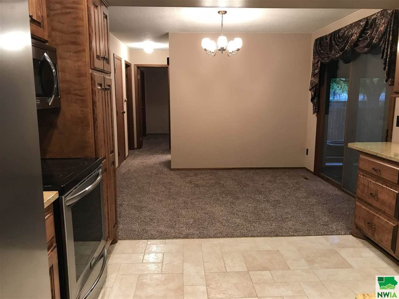 810 Country Club Dr., Akron, IA 51001