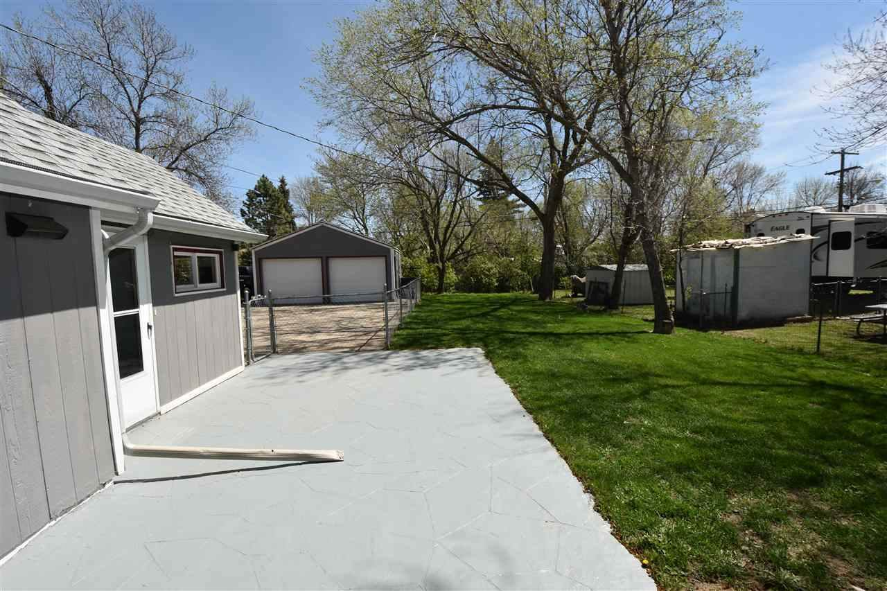 105 Pleasant Ave S, Surrey, ND 58785