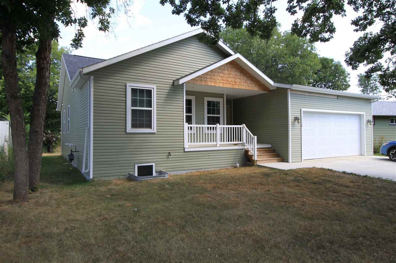 1116 SW 2nd Ave, Minot, ND 58701
