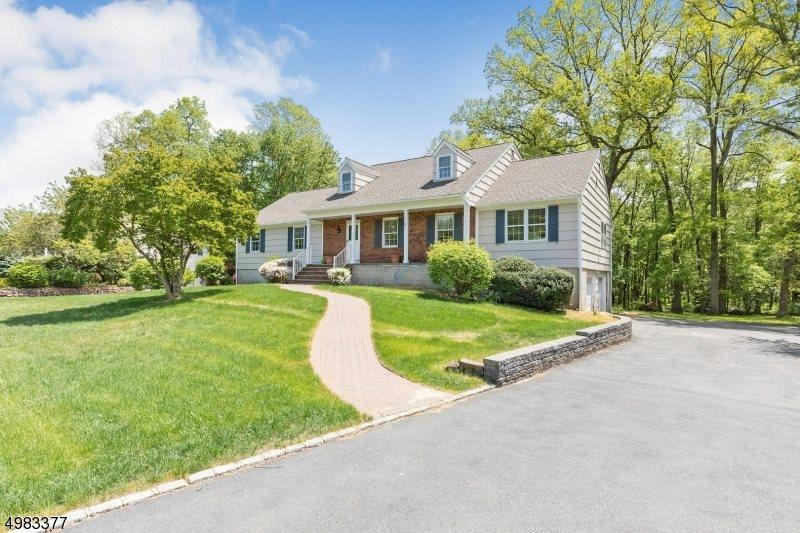 135 W Cottage Pl, Long Hill Township, NJ 07933