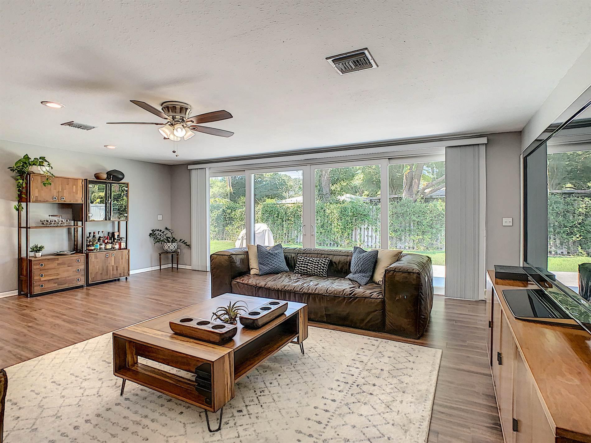 2218 Premier Drive South, Gulfport, FL 33707
