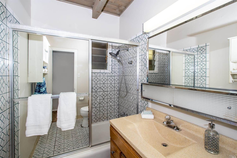 879 Yulupa Avenue, Santa Rosa, CA 95405