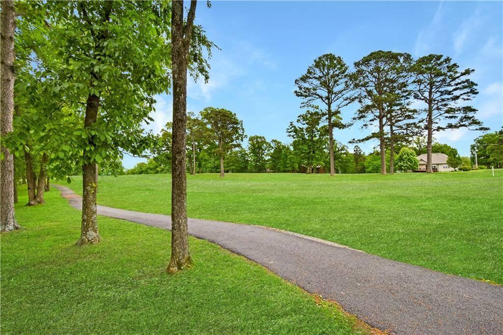 10 East Country Club Drive, Holiday Island, AR 72631