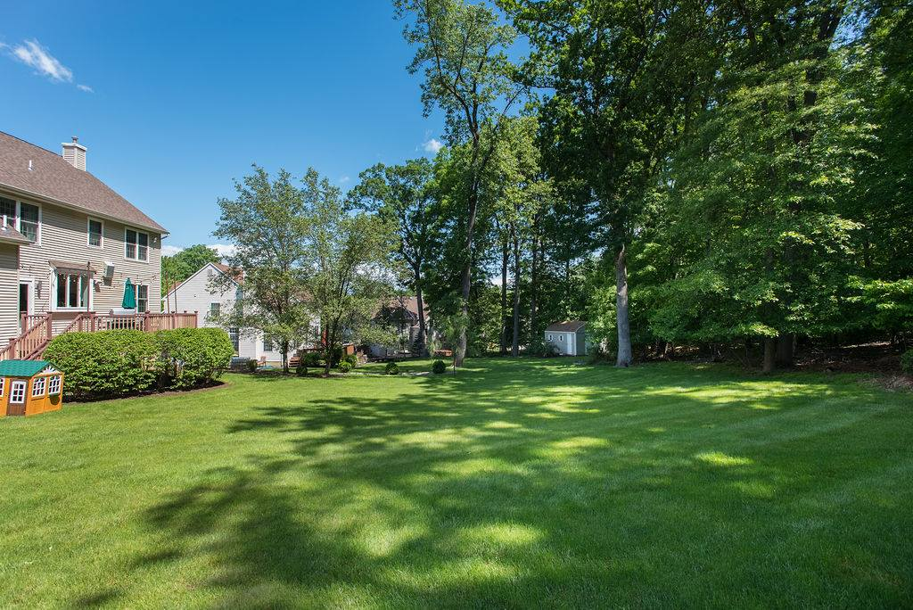 9 Ridge Rd, Green Brook Township, NJ 08812
